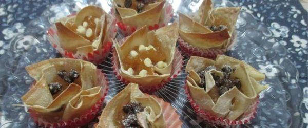 Cestini di pasta wonton e composta di mele al rum