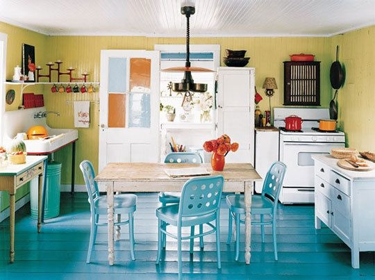 Wow! This floor is so Gorgeous! Love it paired with the yellow walls. Just fantastic!