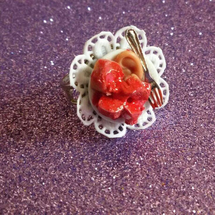 È halloween! anello realizzato a mano con piattino splatter in stile rockabilly horror dark gothic zombie splatter halloween vittoriano pin up