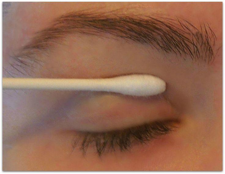 aplicar con hisopo sumergido en clara de huevo para levantar un párpado caído y estirar la piel