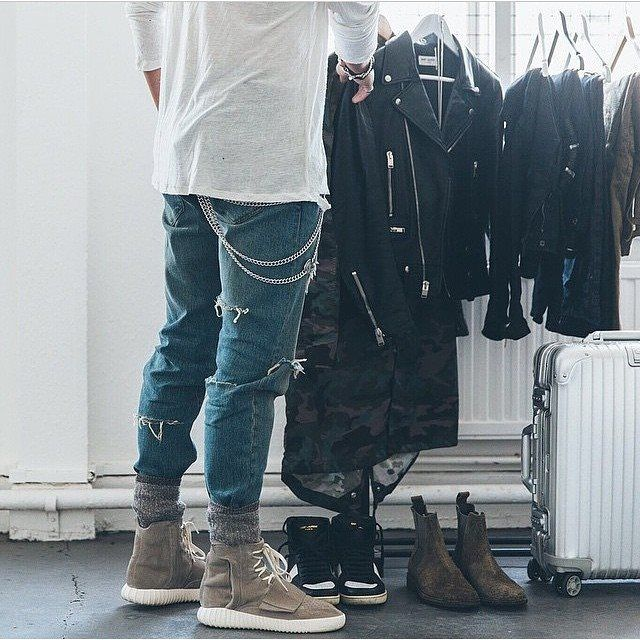 Urban streetwear | Skinny biker jeans and oversized shirts are having a moment right now. Fall/winter 2015 fashion trends for men.
