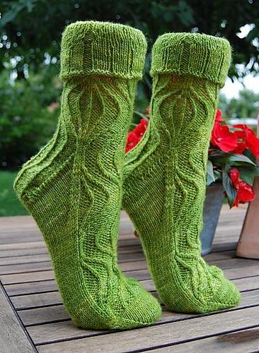 Ravelry: Lotta2009's Green Summer. Unraveling rib socks (free pattern)