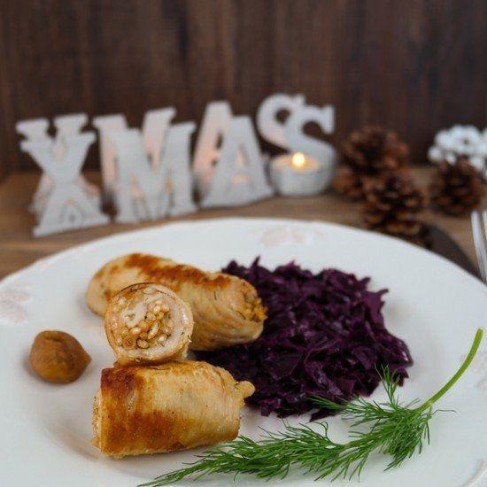Weihnachtlich gefüllte Putenröllchen mit Apfel-Rotkohl