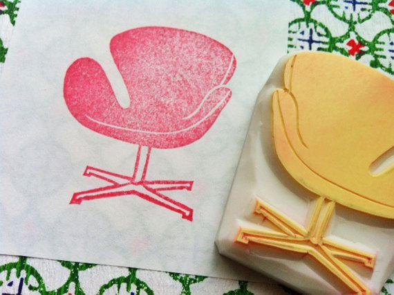 stoel Rubberstempel. hand gesneden rubber stempel. halverwege de eeuw ontwerp. Vintage zwaan stoel. Inwijdingsfeest ambachten. kaart maken. Geschenkverpakking