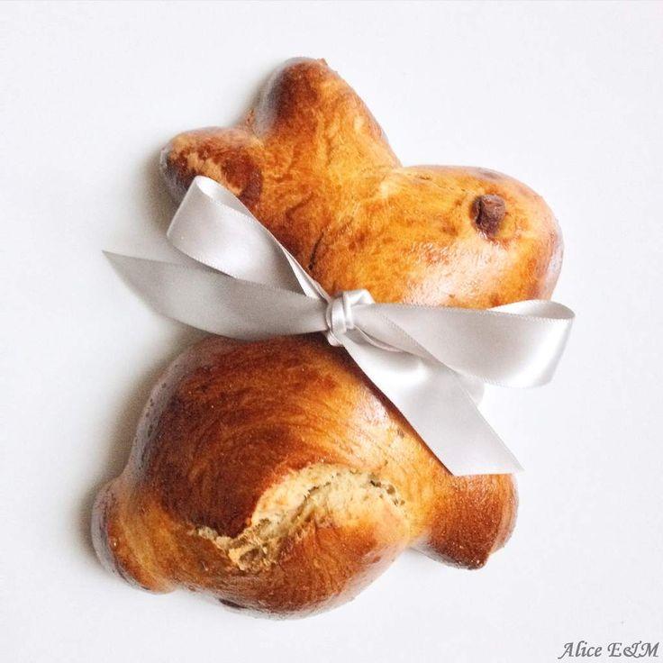 Brioche lapin de Pâques A quelques jours de Pâques, il serait presque impensable de ne pas réaliser ces délicieuses brioches en forme de lapin tellement mignon. Et puis c'est une très bonne alternative au chocolat. Comme la véritable brioche boulangère,...