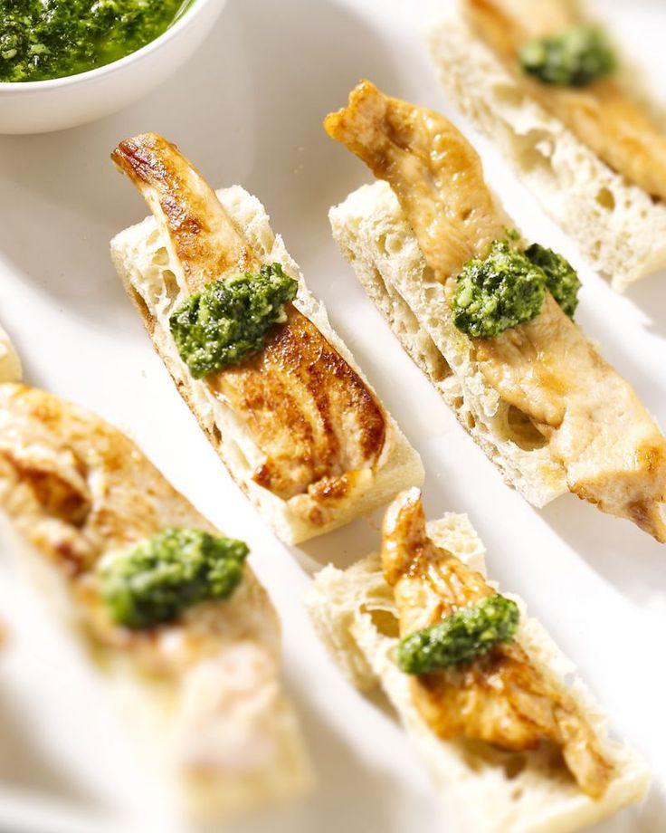 Een lekkere en originele lunch deze ciabattabroodjes met gemarineerde gegrilde kip en lekker frisse salsa verde.