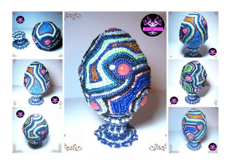 Uovo in polistirolo medio-grande interamente lavorato in beaded embroidery,cabo in resina mini  fatti da me,come anche il supporto