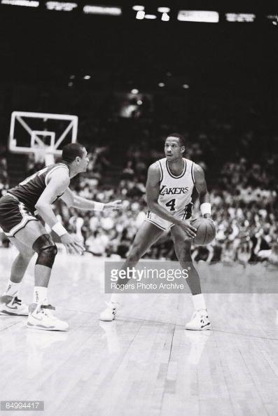 Fotografia de notícias : Byron Scott of the Los Angeles Lakers brings the...