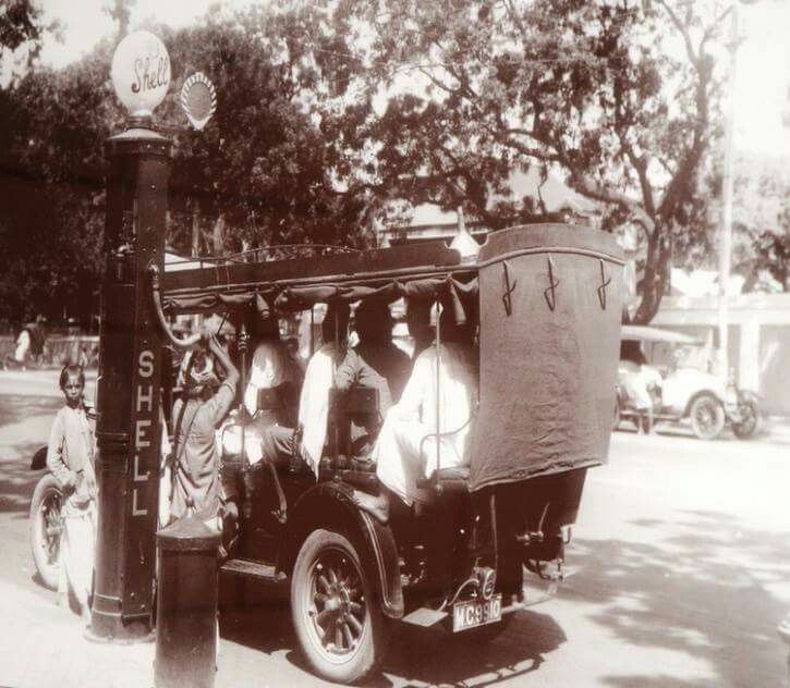 Petrol pump in 1910