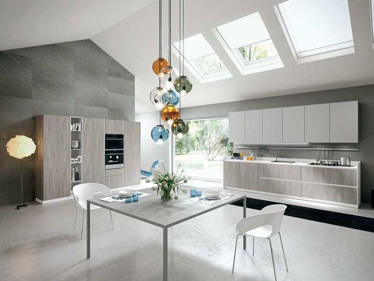 Scopriamo come illuminare la cucina. Tutte le soluzioni di illuminazione della cucina, dai faretti alle lampade a led fino all'illuminazione decorativa