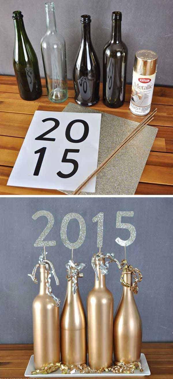 4 bouteilles vides, une bombe de peinture dorée et du papier doré pour la soirée du 31 décembre