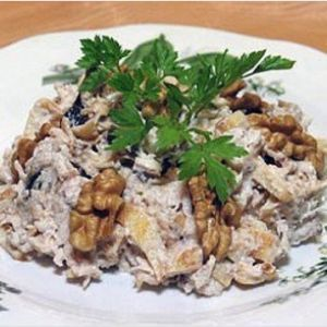 Salad with chicken and prunes. Recipes with photos.