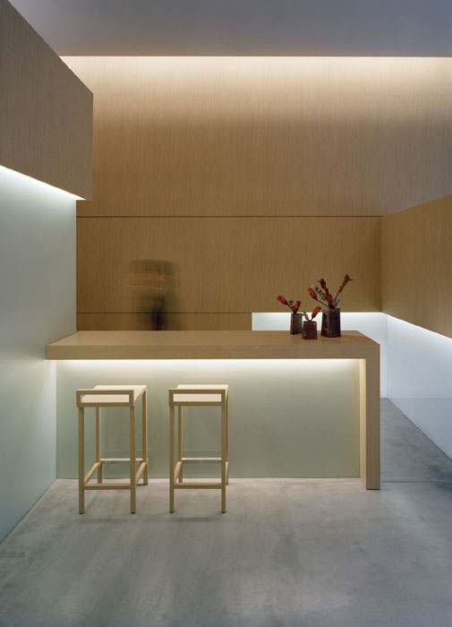 asta aveda, tokyo. love the concealed and diffused neutral lighting. love the light wood bench