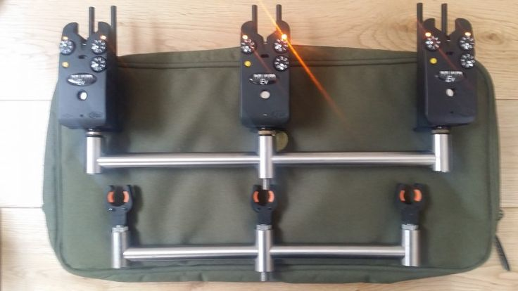 3 x Yellow Delkim EV Plus with metal snag ears Matrix Rock Solid 3 rod buzz bars prologic gripper butt rests in a Shimano case as pic. Excellent mint condition. ...