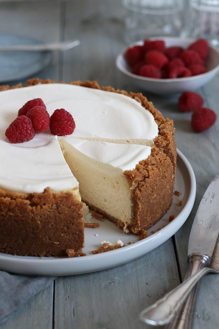 American Cheesecake Mit Schmand Topping Bake To The Roots Recipe In 2020 American Cheesecake Dessert Recipes Easy Sour Cream Cheesecake