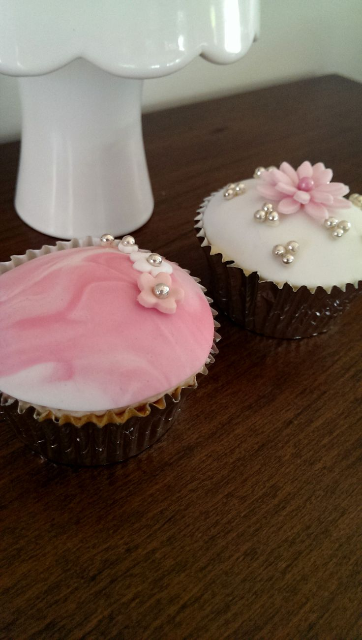 Pink and Pretty girly cupcakes by deliciousart