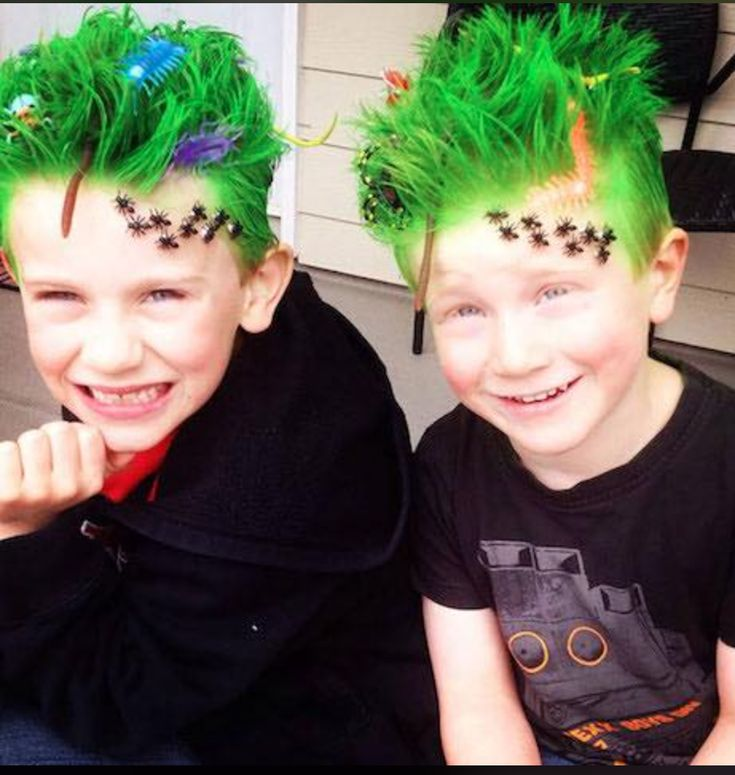 Hermanos disfrasados para halloween Halloween ideas de halloween Crazy Hair Day Boy, Crazy Hair For Kids, Crazy Hair Day At School, Short Hair For Boys, Kids Hair Color, Wacky Hair Days, Creative Hairstyles, Crazy Hairstyles, Beautiful Hairstyles