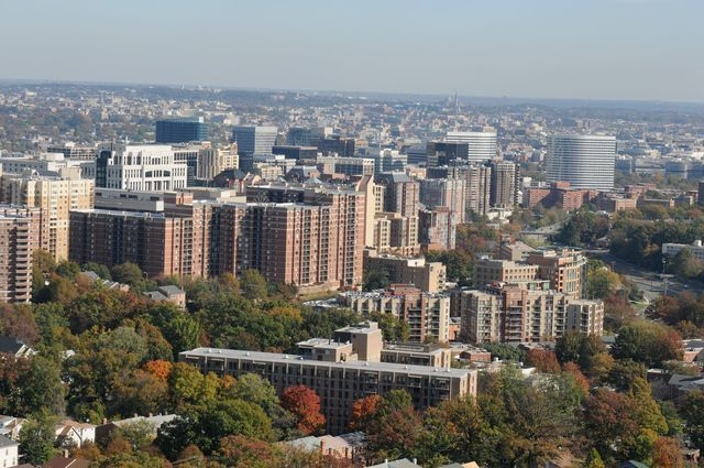 Find information about Arlington, Virginia, including neighborhoods, public transportation, attractions, points of interest and more.