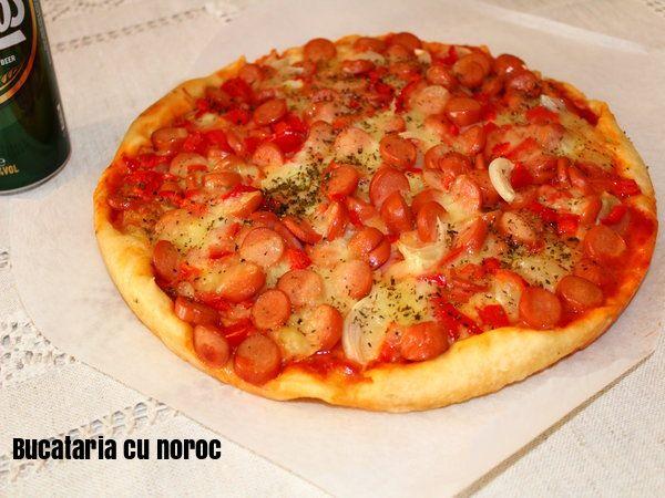 Pizza cu carnaciori - Bucataria cu noroc