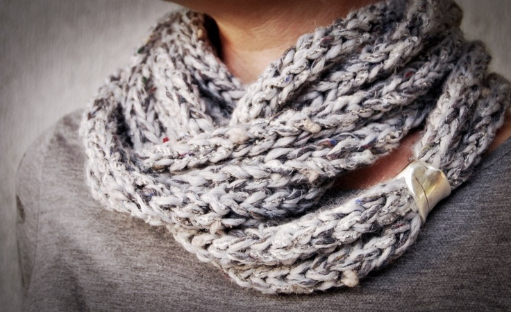 Handmade scarf in light grey colors!