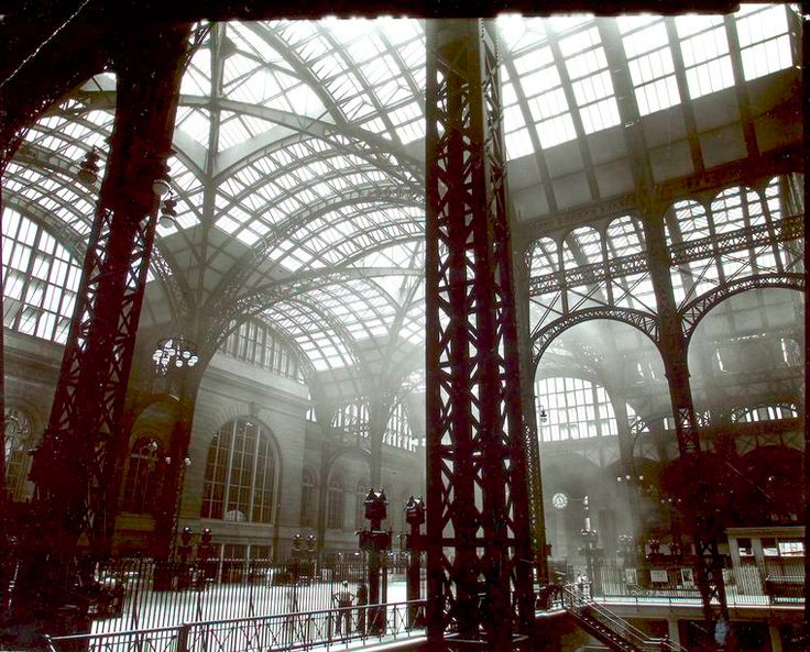 Berenice Abbott - Penn Station, Interior, Manhattan 1935