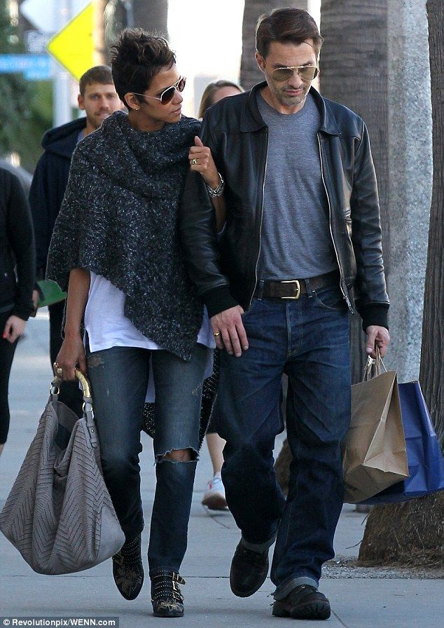 Who is halle berry dating in Melbourne