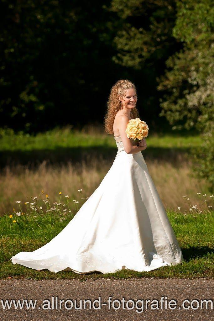Foto van bruid (Trouwdag Carien en Joey op Jachtslot Mookerheide in Molenhoek, Limburg) - #bruidsreportage #trouwreportage #bruid #trouwfotograaf #bruidsfotograaf #fotograaf #AllroundFotografie #wedding #Jachtslot #Mookerheide #Molenhoek #Limburg Zie: http://www.allround-fotografie.com/fotonieuws/bruidsreportage-op-jachtslot-mookerheide-limburg-carien-en-joey/