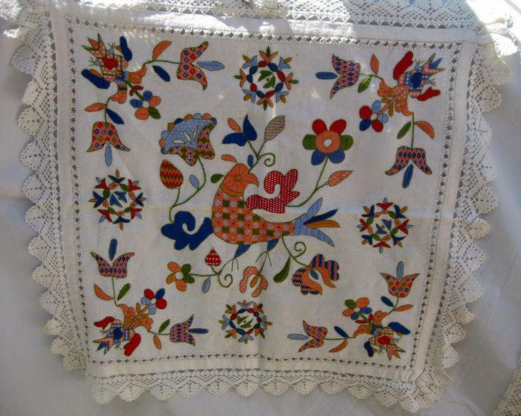 Este bordado también se conoce como Bordado Serrano o de La Alberca, aunque también se encuentra en otros pueblos cercanos, aunque los más...