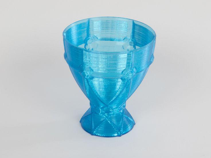 Pohár z modrého transparentního PETG, vase mode.