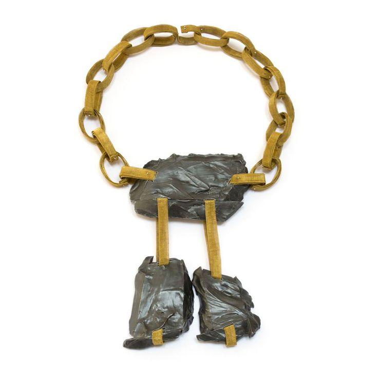 Tala Yuan Neckpiece: Gold ist im Sumpf untergegangen, 2014 Silver, brass mesh, paint 25 x 18 x 3 cm