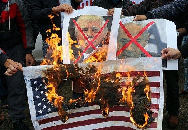 …als Herausforderung der Muslime, Vorbereitung auf Krieg mit Iran und um Netanjahu zu retten! Mit Israel als der Spinne im Netzspitzt sich die Lage in Nahost rasch zu, während das CFR/Rothsc…