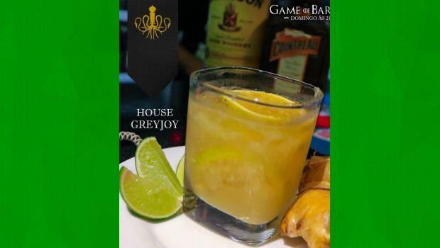 O Greyjoy é um drink forte com toque de gengibre ralado, fatias de laranja, suco de limão, uma dose licor de laranja Cointreau e dose grande de Whisky Irlandês.