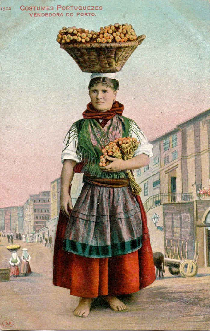 Old Portuguese costumes http://www.prof2000.pt/users/avcultur/Postais5/Trajes/178_Trajes.jpg
