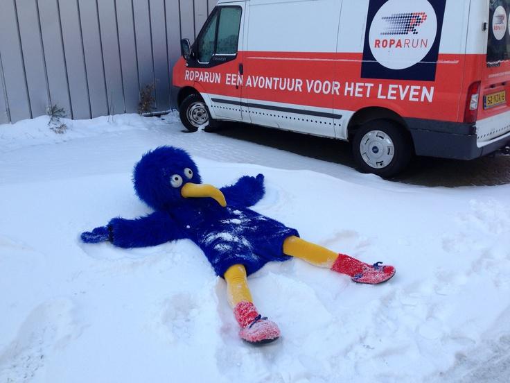 Roparun mascotte in de sneeuw!