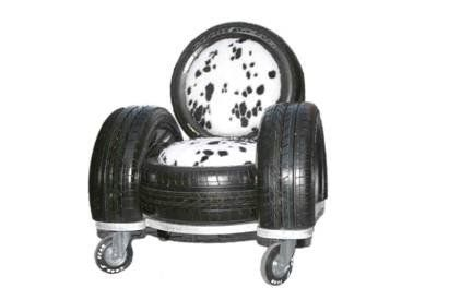 Tire sofa made by Italian designer Zak, this is not recycled tires here but this is a very good idea of recycling tires in a design and cumfortable way !