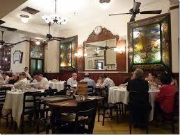 陸羽茶室(ろっくゆーちゃーさっ)   出典: ameblo.jp こんなクラシックなところで、食べてみたかったわあ。なんて声を上げてしまいそう。飲茶が有名ですが、夜もおススメなんです。ただ量があるので、3人くらいで一皿をシェアするのがおススメ。どの料理もつやがよく、見かけもとてもおいしそうです。ウェイターの方々も年配でこの道何十年のベテラン揃い。美味しいだけでなく、なんだかほっと安心できる店です。  出典: plaza.rakuten.co.jp 魚入り五目そば。かなりのボリュームがあるので、数人でシェアしてもOKです。ひとりだと1品食べておなかがいっぱいになります。