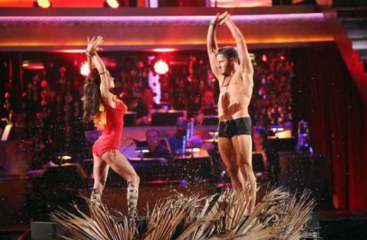 'Dancing With the Stars' backstage: Kelly Monaco and Val Chmerkovskiy on 'irresponsible' judges, the Speedo and that kiss #DWTS