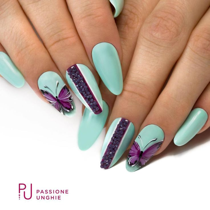 #Nailart con #farfalle! #primavera #islandparadise #unique #orchidea #purewhite #poisonblack  #geluv #rockgloss #crystalpixieedge #blossompurple #cristalli #swarovski  #naturalbuilder #pennellosuperfine #pennellosetdecorazioni  #nail #nails #elegant #uñasdecoradas #uñas  #passioneunghieofficial  Vedi la realizzazione qui: https://www.facebook.com/PassioneUnghie.it/videos/1336745223074163/