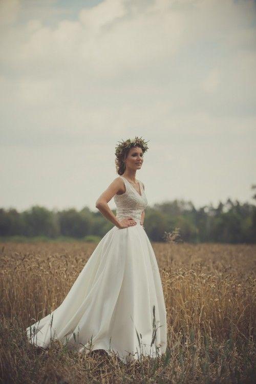 Suknie - Piękna suknia wyszywana kamieniami Swarovskiego. - 2 600,00zł