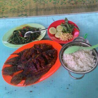 Kakap Bakar, Nasi Putih, Lalapan, Cah Kangkung