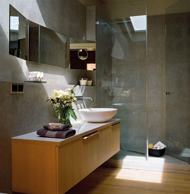 Si tienes una bañera y no la usas como tal, no lo dudes: cambiála por una ducha. Te contamos qué debes tener en cuenta para ganar en confort y ahorrar agua