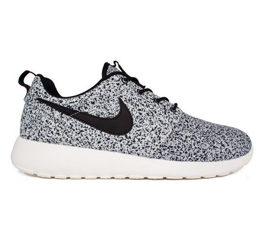 Nike Roshe run (Black / Black-Sail) vrouwen Sportschoenen