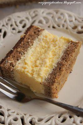 Na to ciasto miałam już ochotę od baaardzo dawna. Dwie warstwy orzechowego biszkoptu z masą maślano-śmietanową, a w środku pyszny ser...