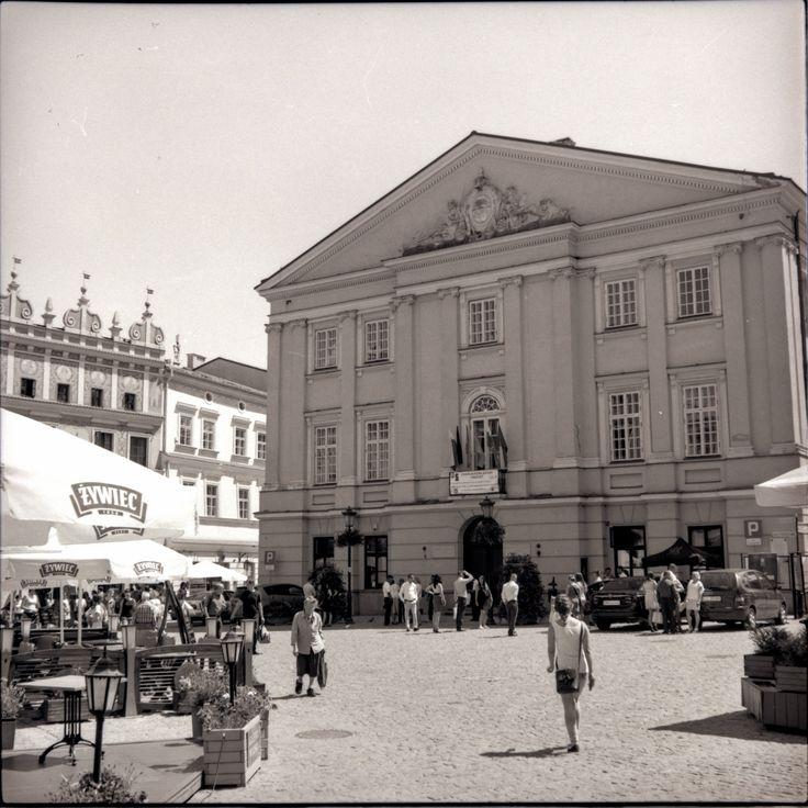https://flic.kr/p/UAX1Me | Retro Series 4-X | Retro series with Zeiss Ikon Nettar.   Rynek, Old Town Lublin, Poland, June 2017.  Instagram: @alec.chernivtsi ·  urban.photos · facebook · tumblr
