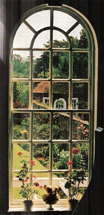 indodla:    London  National Geographic  July 1975