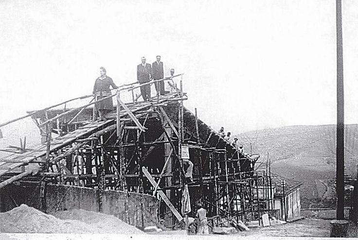 Construção da igreja metodista de Ouro Preto (anos 1940). O templo se destacaria pelo telhado borboleta. Arquiteto: José de Souza Reis