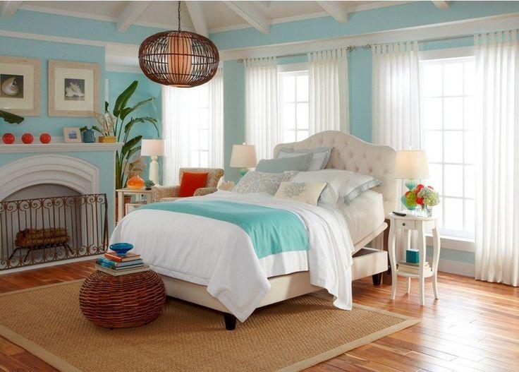 idées de décoration bord de mer en turquoise et blanc et tapis sisal