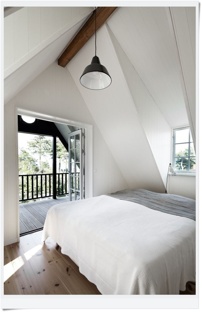 .: Attic Bedrooms, Beaches Houses Bedrooms, Bedrooms Design, Balconies, Interiors Design, Design Bedrooms, White Bedrooms, Bedrooms Decor, Modern Bedrooms