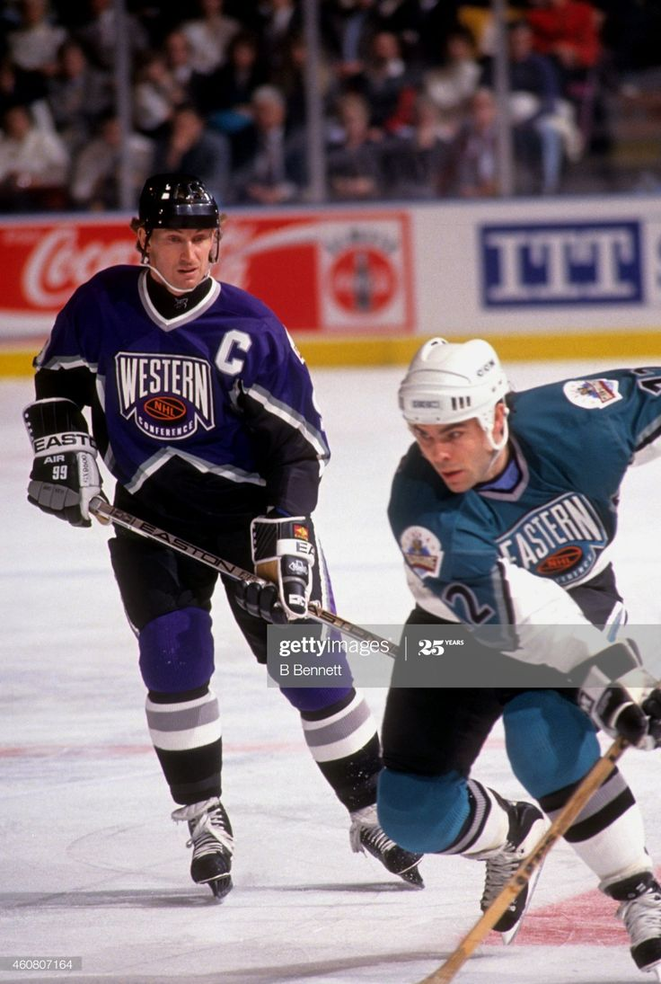 News Photo Wayne Gretzky of the Western Conference and