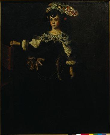 Tela feita com tinta a oléo. O vestido, de decote redondo, tem a gola enfeitada por rendas, as mangas golpeadas deixam entrever a camisa branca e a saia, de anquinhas, está enfeitada por um grande laço vermelho e branco, do lado esquerdo. De 1656